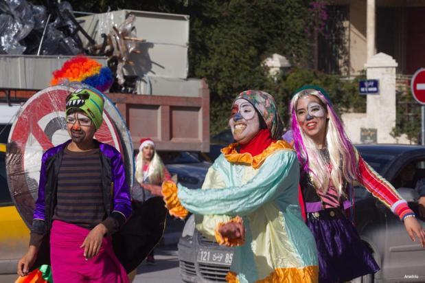 """TÚNEZ, TÚNEZ- Organizado por el Ministerio de Cultura de Túnez, el proyecto """"sonríe por favor"""" tiene como objetivo hacer las personas más felices en la vida cotidiana."""