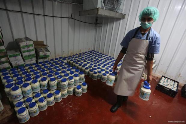 En respuesta a la prohibición israelí de la entrada de productos lácteos palestinos en Israel, la Autoridad Palestina prohíbe la entrada de productos alimenticios producidos por cinco empresas alimentarias israelíes en los territorios palestinos