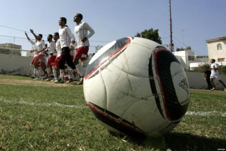 Israel detiene a 3 futbolistas en 48 horas en marzo, y el Ministerio de Deportes palestino pide a la FIFA que presione a la ocupación israelí para que detenga sus violaciones contra deportistas y atletas palestinos.