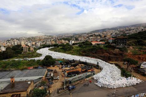 BEIRUT, LÍBANO: ¡Qué desperdicio! Líbano termina su problema de basura exportándola.