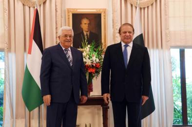 El Presidente palestino Mahmoud Abbas (C) es recibido por el Primer Ministro paquistaní Nawaz Sharif (D) el 31 de enero de 2017 [Presidencia palestina - Folleto - Agencia Anadolu]