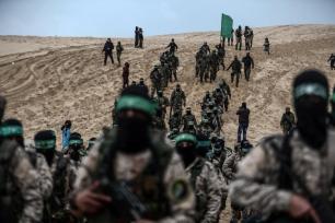 La rama armada de Hamas, Abu Obeida, portavoz de las brigadas de Izz ad-Din al-Qassam, habla durante la ceremonia de inauguración del monumento de Muhammed ez-Zevvari 31 de enero de 2017. (Ali Jadallah - Agencia Anadolu)