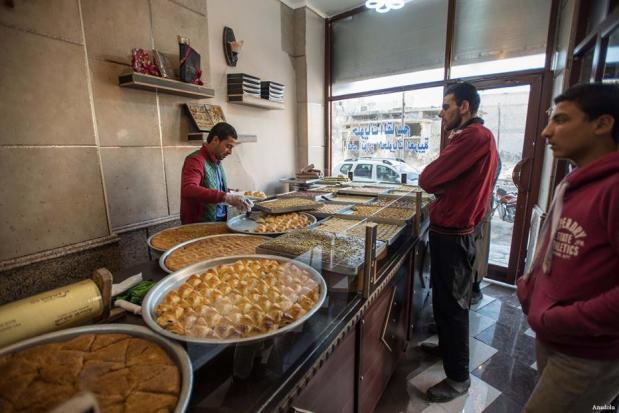 ALEPO, SIRIA- Los sirios tratan de volver a su vida cotidiana después de que la ciudad de Al-Bab fuera liberada de los terroristas de Daesh