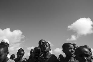 La gente se reúne para rezar por la lluvia en Kismayo, Somalia [Ty Faruki]
