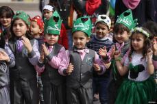 GAZA, PALESTINA- Niños disfrutando del espectáculo durante el Festival de los Niños de Palestina.