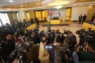 Imagen de los periodistas durante la comparecencia del Dr. Khalil al-Hayyah durante una conferencia de prensa el 18 de Abril de 2017 [Mohammed Asad / Middle East Monitor]