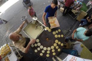 Los habitantes de Gaza tratan de disfrutar como pueden de este mes de Ramadán de 2017, el 28 de mayo de 2017 [Mohammed Asad / Middle East Monitor]