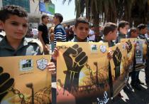 Los palestinos se reúnen para la manifestación organizada por el Comité de Interés Nacional Palestino para apoyar a los prisioneros palestinos en las cárceles israelíes, en Nablus, Cisjordania el 14 de agosto de 2017 [Nedal Eshtayah / Agencia Anadolu]