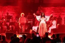 La cantante tunecina Emel Meslusi actúa durante el 53º Festival Internacional de Cartago en el Anfiteatro de Cartago el 12 de agosto de 2017 en Cartago, Túnez [Yassine Gaidi / Agencia Anadolu]