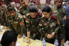 Las fuerzas Peshmerga emiten sus votos en el referéndum de independencia no vinculante auspiciado por el gobierno regional kurdo (KRG) el 25 de septiembre de 2017. [Yunus Keleş / Anadolu Agency]