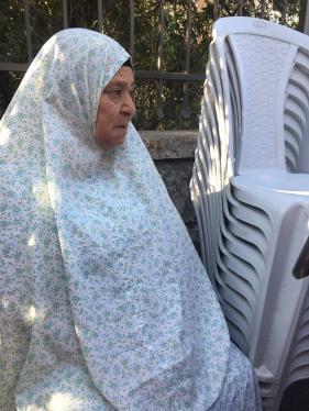 La abuela palestina Shamasna fue desalojada de su casa en Jerusalén Este el 5 de septiembre de 2017. Debido a su discapacidad, tuvo que ser evacuada sentada en su silla.