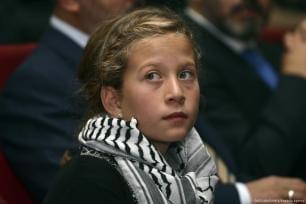 Una foto fechada en diciembre de 2012 muestra a la niña palestina Ahed al-Tamimi durante una ceremonia en la que fue galardonada con el 'Premio Hanzala de coraje' [Şebnem Coşkun / Agencia Anadolu]