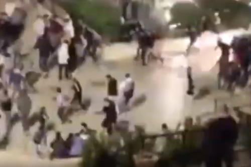 Las fuerzas de Israel atacan a los fieles palestinos que…
