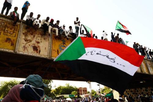 Los manifestantes sudaneses bloquean las carreteras principales en Jartum