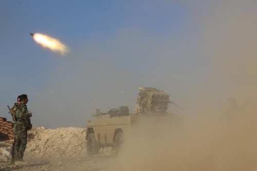 Misiles aterrizan cerca de la base iraquí que aloja al…