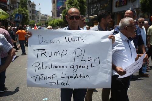 Miles de personas se reúnen en Rabat para rechazar la…