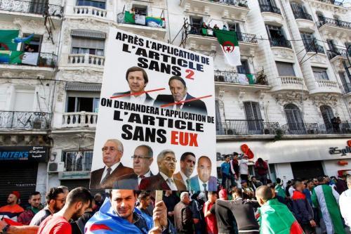 Continúan las manifestaciones en Argelia en medio de arrestos y…