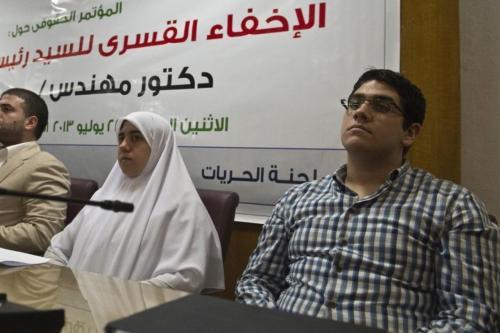 El hijo de Morsi acusa a los oficiales de seguridad…