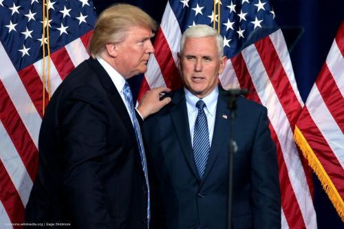 Trump envía a altos funcionarios para que asistan a una…