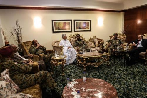 Sudán: grupos militares y armados acuerdan liberar a los detenidos