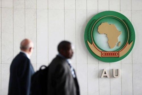 La Unión Africana continúa posponiendo las conversaciones entre el ejército…