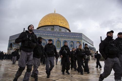 Fuerzas israelíes atacan a fieles palestinos en Al-Aqsa