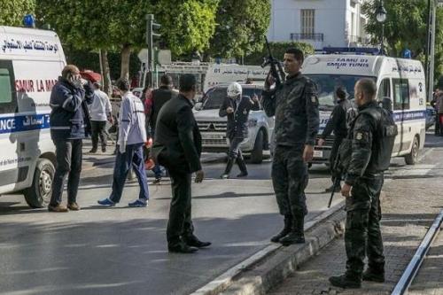 Túnez: El jefe de la Guardia Nacional y 3 hombres…