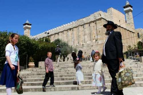 Israel cierra la Mezquita Ibrahimi de Hebrón a los musulmanes…
