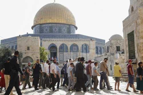 Cientos de colonos de Israel asaltan la mezquita de Al-Aqsa