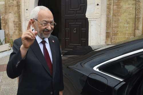Túnez: Ghannouchi firma una carta de estrategia anticorrupción