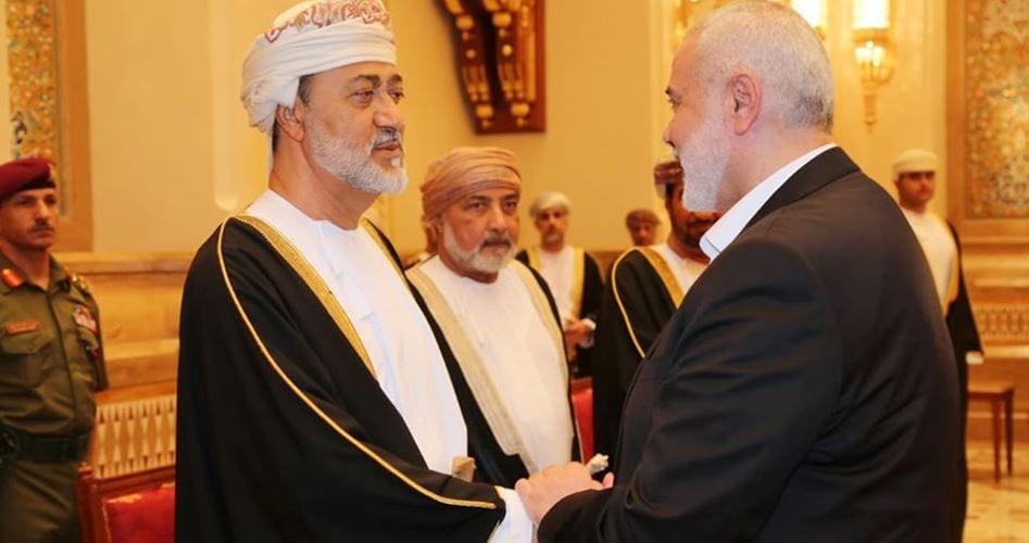 """El jefe de la oficina política del Movimiento de Resistencia Islámica """"Hamas"""" Ismail Haniyeh llegó esta mañana, el domingo, a la capital omaní, Muscat, para expresar sus condolencias por la muerte del sultán Qaboos."""