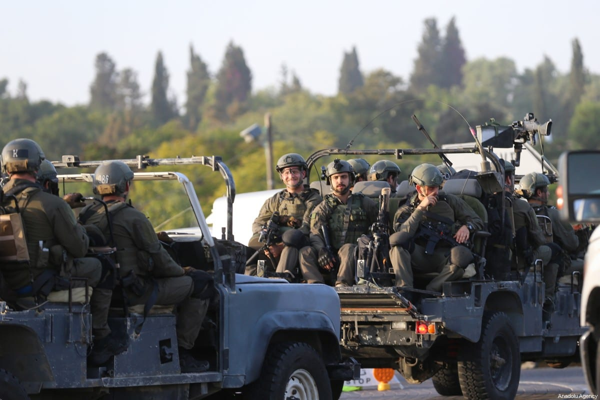 Los soldados israelíes llegan para tomar medidas alrededor de las carreteras en la ciudad de Sderot, en el sur de Israel, el 13 de noviembre de 2019 [Mostafa Alkharouf - Agencia Anadolu]