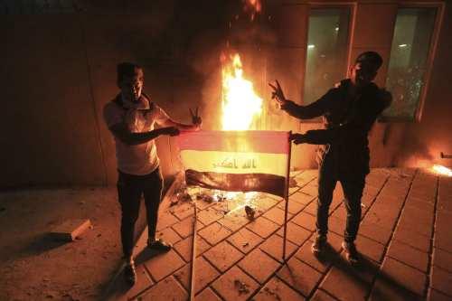 Los manifestantes iraquíes niegan los vínculos con el asalto a…