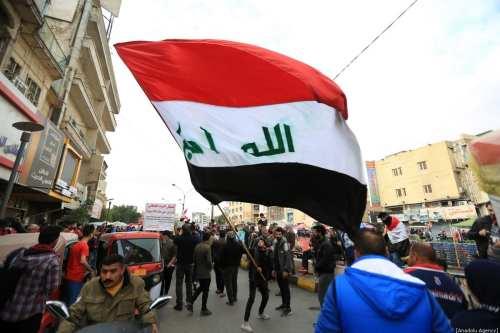 La policía iraquí se enfrenta a los manifestantes e intenta…