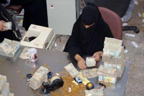 Los poderes rivales de Yemen cambian el tipo de moneda