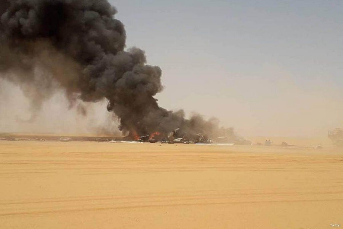 El humo sale de un accidente aéreo cerca del campo petrolífero Sharara de Libia el 30 de abril de 2018 [Twitter]