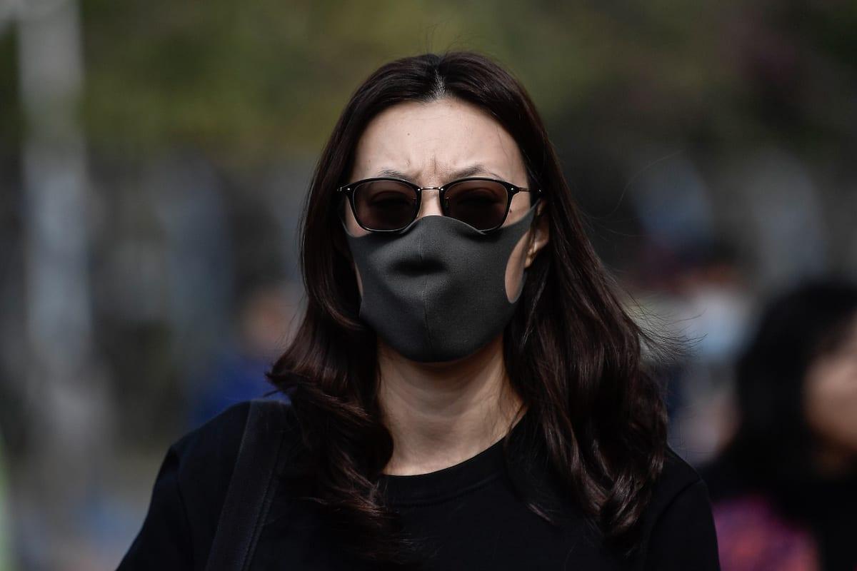 Los ciudadanos usan máscaras para defenderse de nuevos virus el 22 de enero de 2020 en Guangzhou, China [Agencia Stringer / Anadolu]