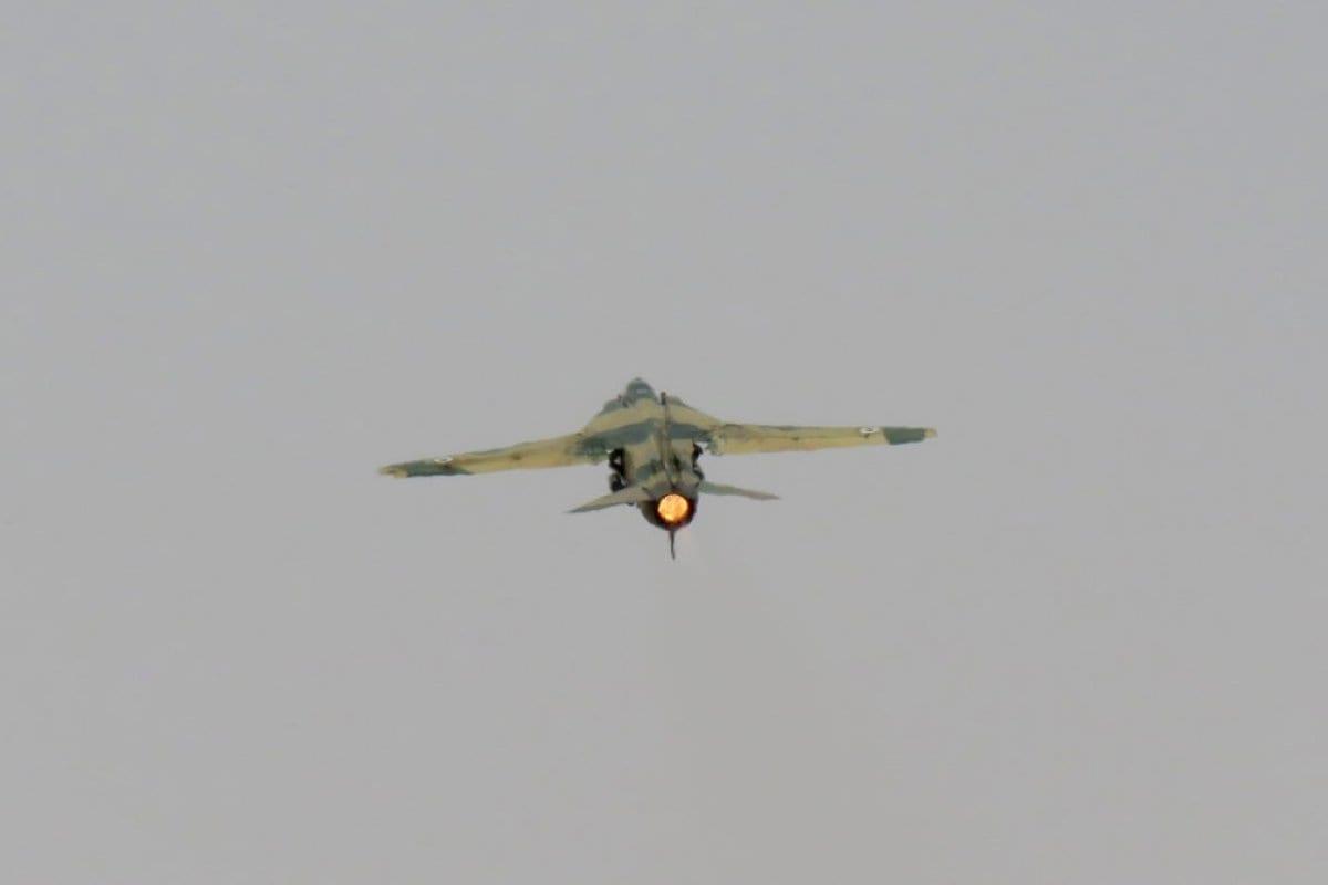 Un avión del ejército sirio despega del aeropuerto militar de Dmeir, a 50 km al noreste de Damasco, el 8 de abril (Foto de STRINGER / AFP / Getty Images)