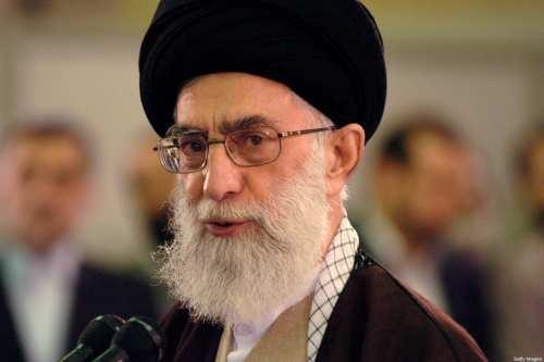Khamenei dice que Irán debería aumentar el poder militar para…