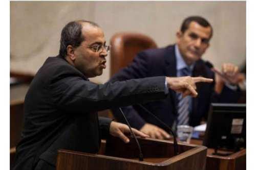 """""""Acabó bajo su pié"""", diputado tira el documento """"acuerdo del…"""