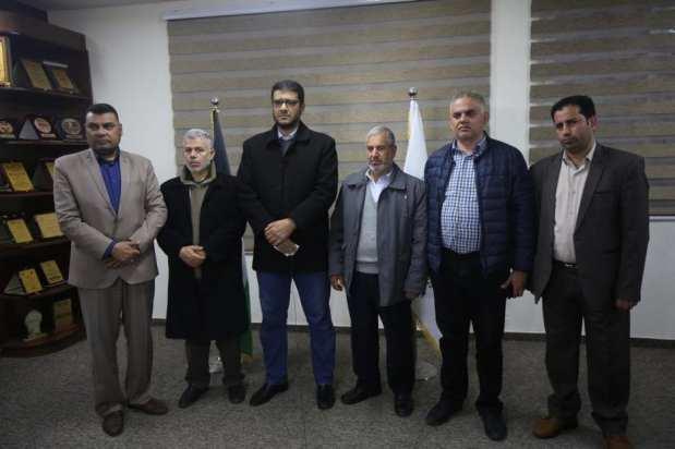 Los médicos de Gaza posan para una foto antes de discutir los últimos acontecimientos del brote de coronavirus en Gaza, 21 de marzo de 2020 [Mohammed Asad/Middle East Monitor]