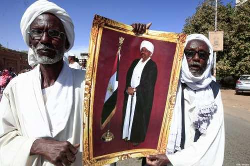 Sudán despide a más de 100 diplomáticos por estar vinculados…