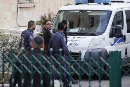 La policía israelí detiene al gobernador de Jerusalén