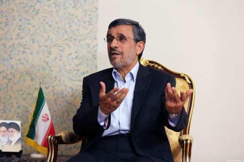 """El ex presidente Ahmadinejad envía una carta al """"hermano"""" Bin…"""
