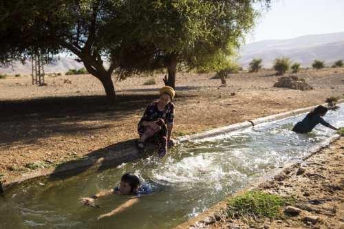 5 personas sin hogar al demoler Israel su casa y…