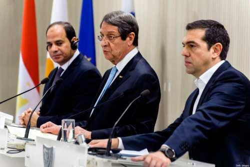 Ex-funcionarios critican el pacto de demarcación marítima entre Egipto y…