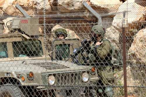 """Las Fuerzas de Defensa de Israel cruzan la """"valla técnica""""…"""