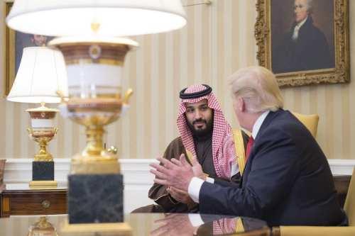 """Trump se jacta de haber salvado el """"culo"""" del príncipe…"""