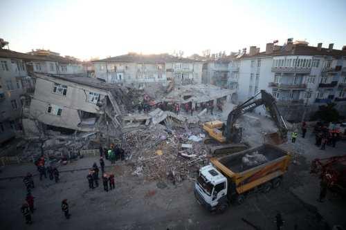 Turquía: Un terremoto de magnitud 5.1 golpea en la provincia…