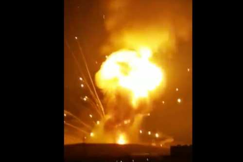Enormes explosiones sacuden instalaciones militares en Jordania, no hay informes…